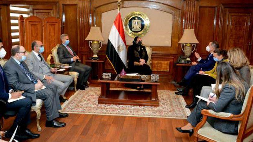 وزيرة التجارة تبحث مع سفير سويسرا في مصر سبل تعزيز التعاون