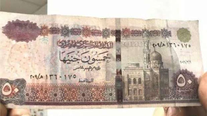 كيف تتصرف الحكومة مع العملات المزورة؟.. «المالية» تجيب