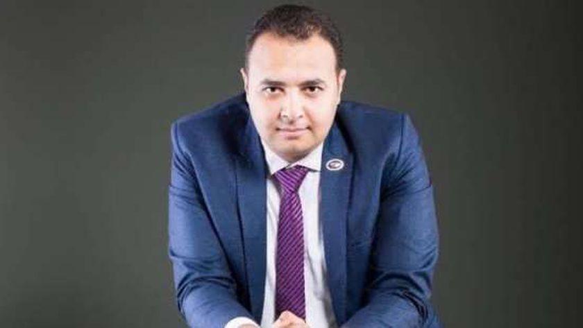 الدكتور حسين عبد الهادي أمين صندوق نقابة أطباء الأسنان