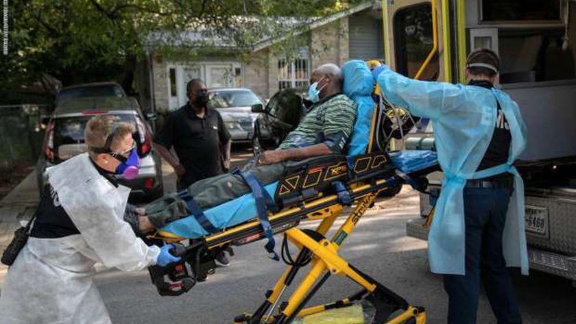 نقل أحد المصابين إلى المستشفي في تكساس