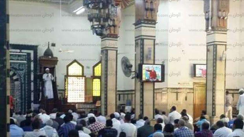"""صورة  """"مينا"""" داخل مسجد منصور حمادة بأسوان خلال خطبة الجمعة"""