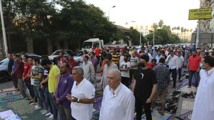 الآلاف أدوا صلاة عيد الأضحى اليوم