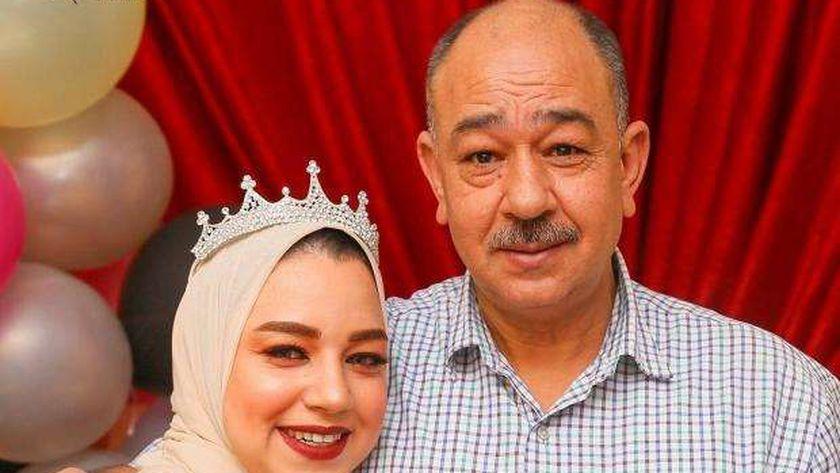 عروس كفر الشيخ الراحلة مع والدها