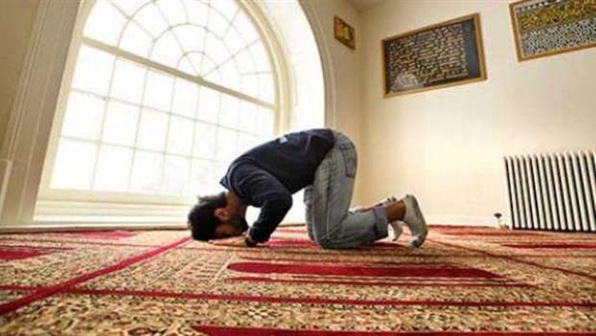 حكم الصلاة بشورت قصير