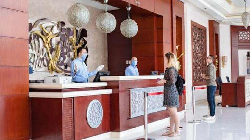 تطبيق الإجراءات الاحترازية في الفنادق