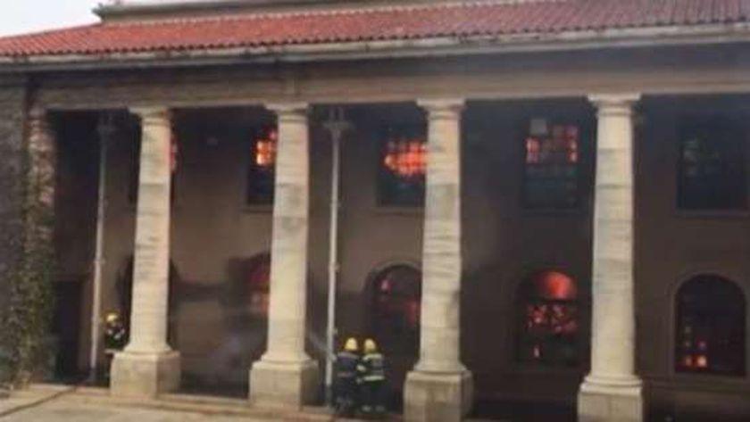 اندلاع حريق في حديقة «تيبل ماونتين».. وإجلاء طلاب «جامعة كيب تاون»