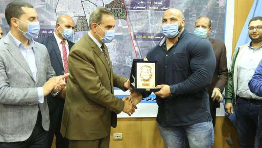 بيج رامي مع محافظ كفر الشيخ