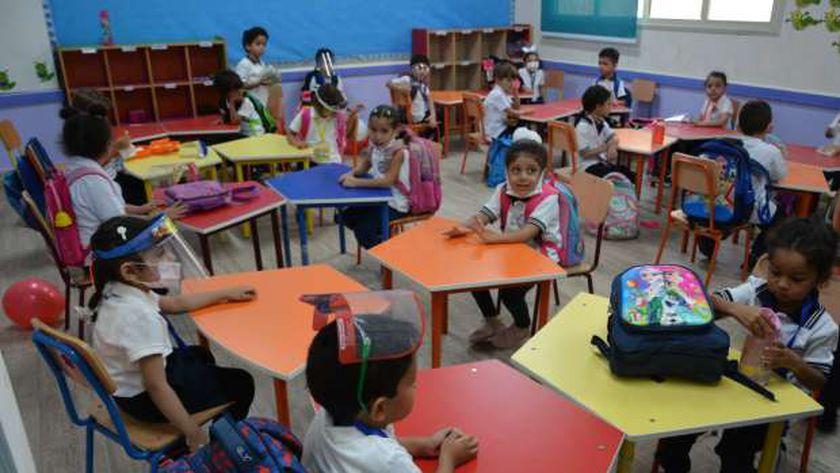 طلاب في الفصول الدراسية