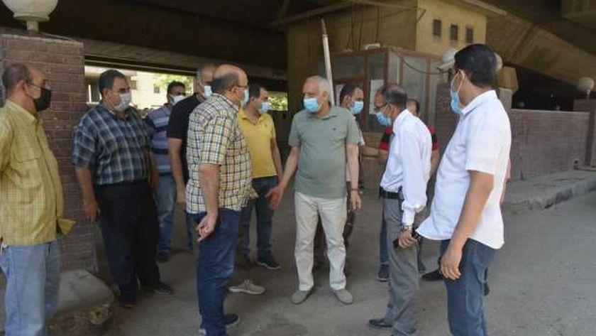 محافظ الجيزة يتفقد رصف شارع السودان وإنشاء موقف السيارات