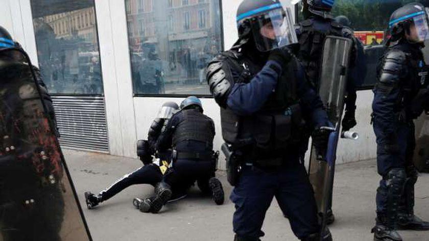 الشرطة الفرنسية خلال مطاردة رواد الحفل الراقص