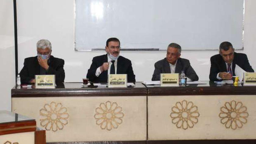 جانب من اجتماع لجنة التعليم الهندسي