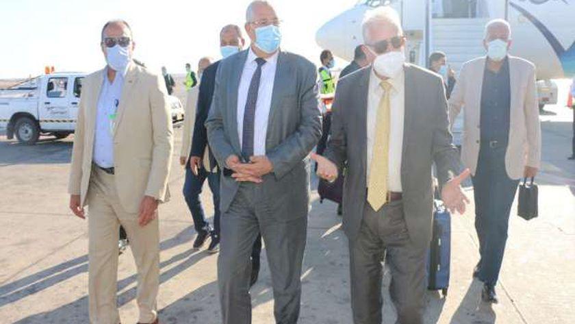 وصول وزير الزراعة المطار