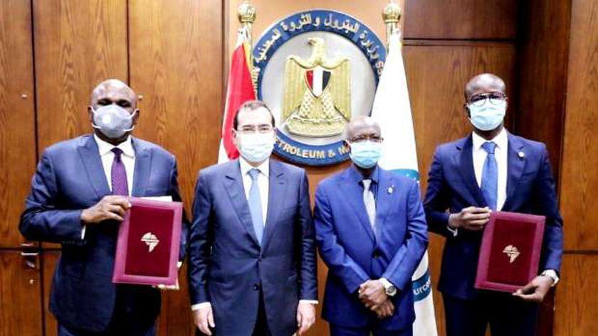 صورة توقيع اتفاقية بين مؤسسة استثمارات الطاقة الأفريقية والبنك الأفريقي للاستيراد والتصدير – مصر