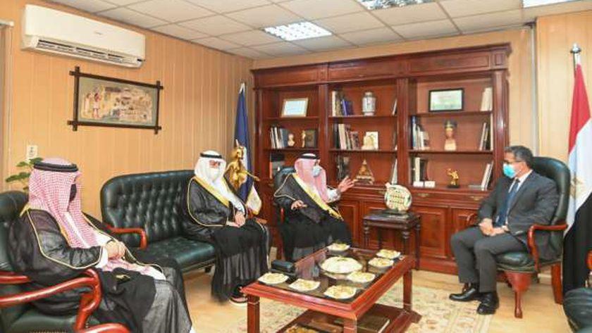 صورة العناني يبحث مع وزير التجارة السعودي تبادل الأفكار للترويج السياحي – مصر