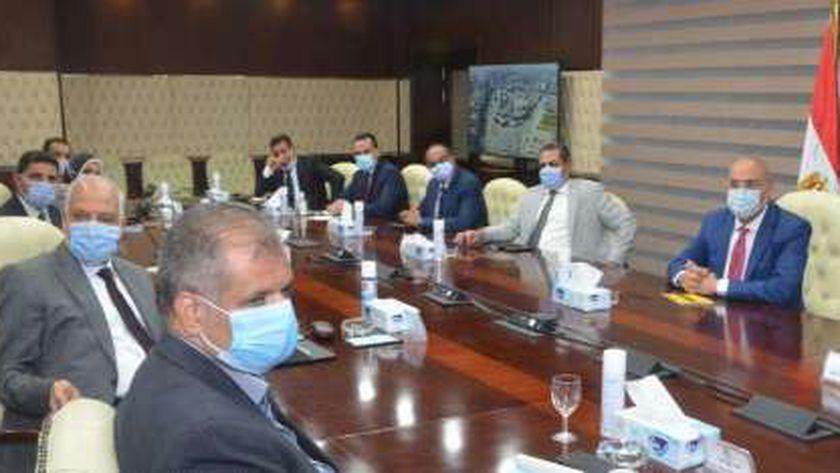 وزير الإسكان ومحافظ الجيزة يستعرضان مخطط تطوير منطقة وميدان المنيب