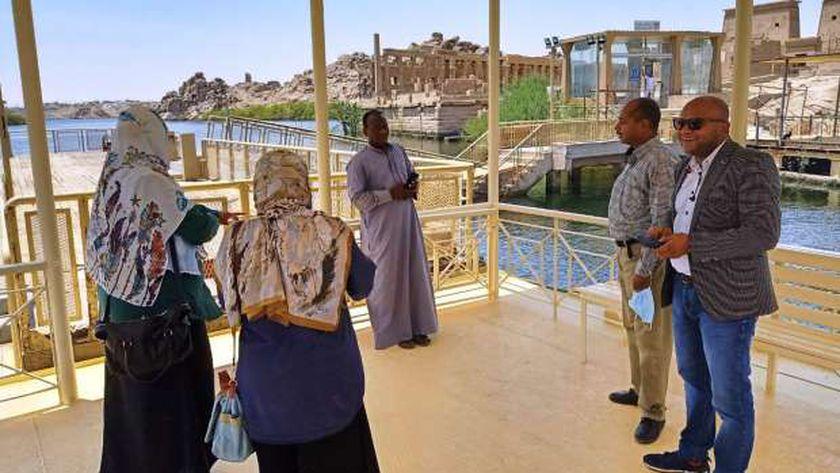 محافظ أسوان يكلف نائبه لمراجعة جاهزية المواقع الأثرية والسياحية