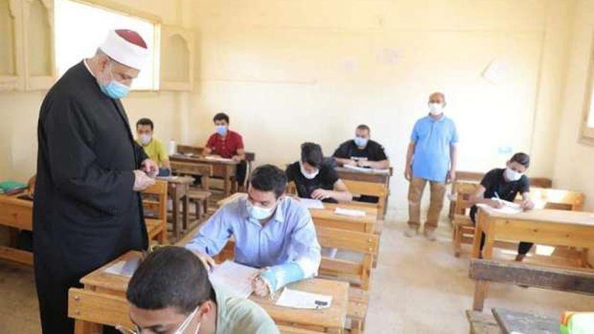 صورة «الامتحان الأخير».. الأزهر يختتم امتحانات الثانوية بمادة التفسير للعلمي – مصر