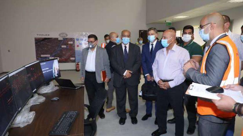 صورة وزير النقل: لا تهدروا أي سولار أثناء تموين الجرارات.. هذه أموال الشعب – مصر