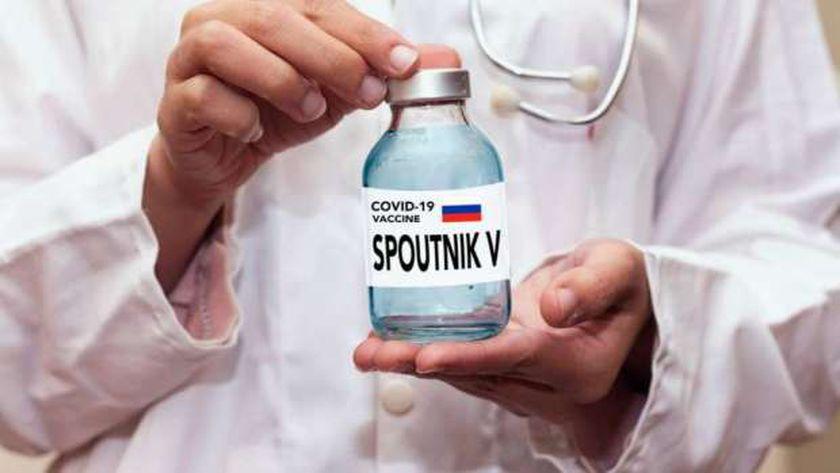 روسيا تتباهي بلقاحها المضاد لكورونا بعد ظهور آثار جانبية قاتلة للقاحات أخرى