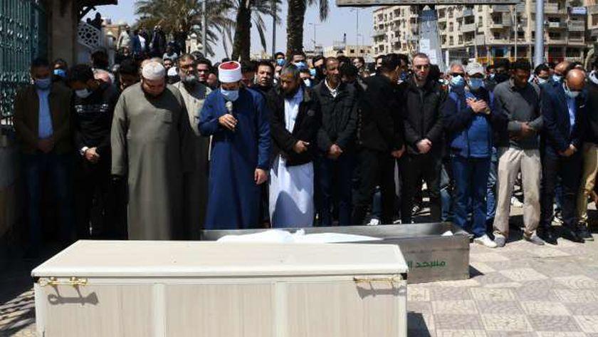 دار الإفتاء توضحك الحكم الشرعي في صلاة الجنازة بالحذاء في الشارع بسبب وباء كورونا