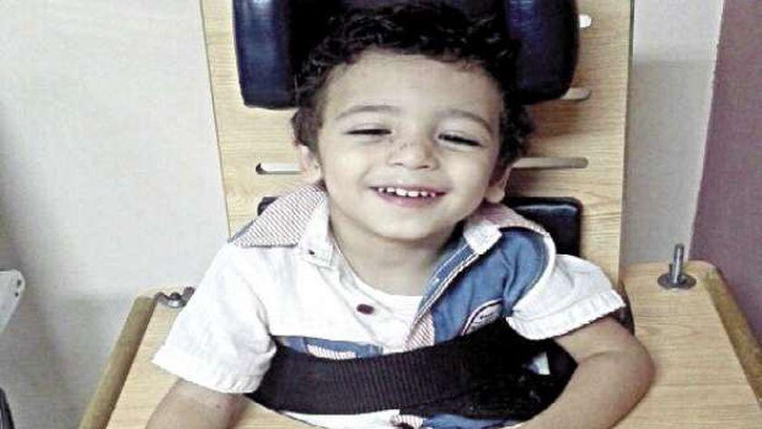 «محمد» ينتظر العلاج