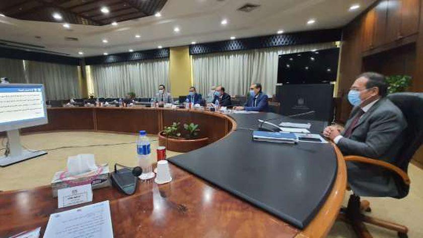 المهندس طارق الملا وزير البترول والثروة المعدنية خلال الجمعيات