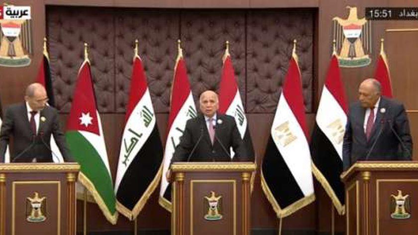 جانب من اجتماع وزراء خارجية مصر والأردن والعراق على هامش قمة بغداد