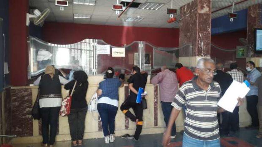 المركز التكنولوجى لخدمة المواطنين خلال استقبال التصالح على مخالفات البناء