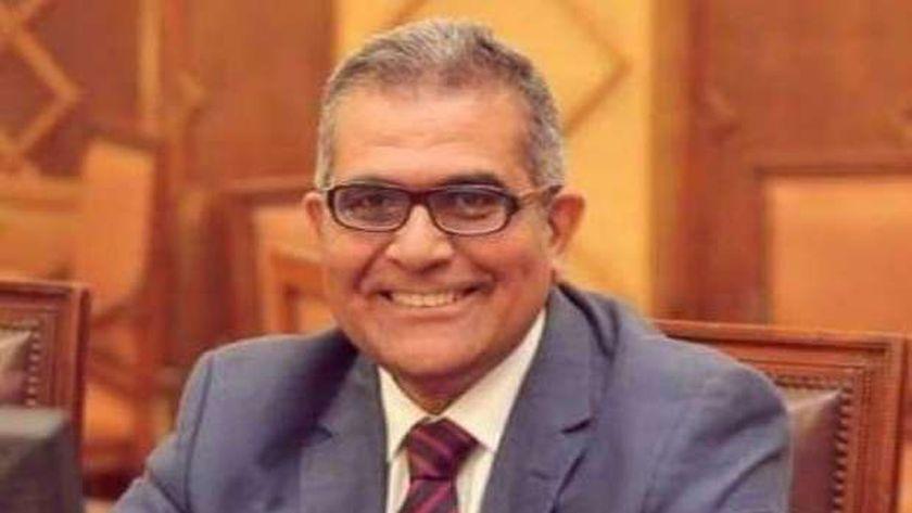الدكتور أشرف حيدر
