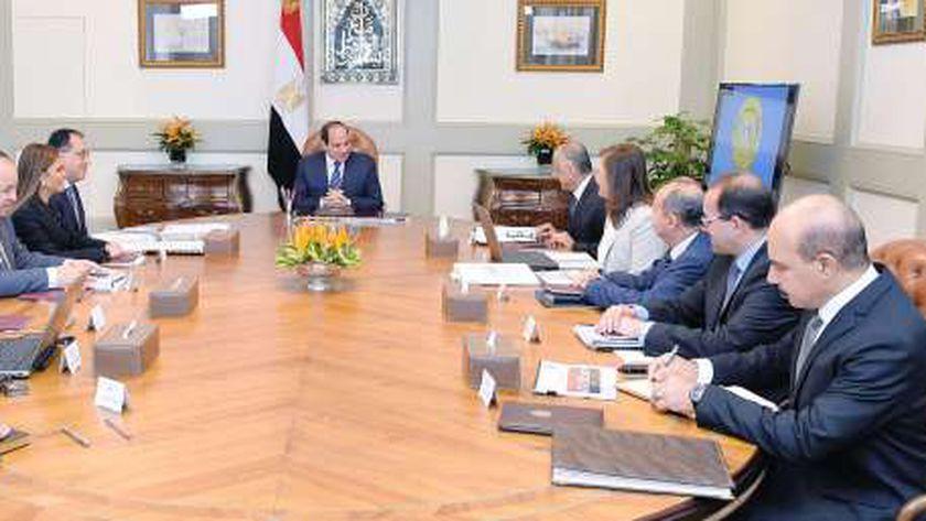 الرئيس السيسي مع مجموعة من الوزراء - صورة أرشيفية