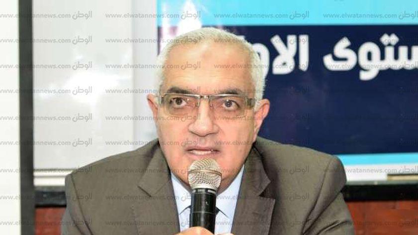 الدكتور أشرف عبد الباسط