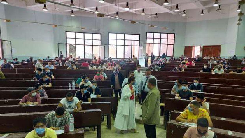 جانب من إمتحانات جامعة بنها