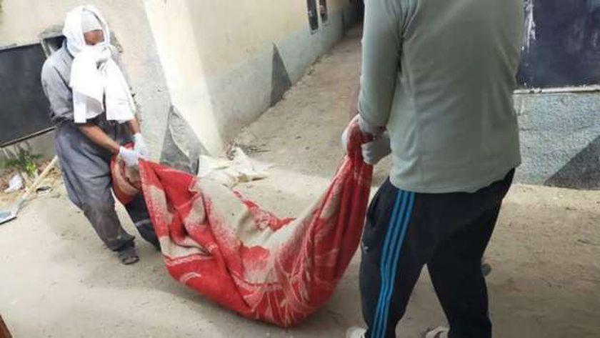 صورة 3 متهمين يستعينون بطفلة لقتل عجوز إمبابة: دخلت قبلنا عشان متشكش فينا – حوادث