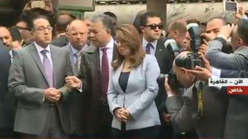 صورة لتواجد رئيس الوزراء ووزير النقل