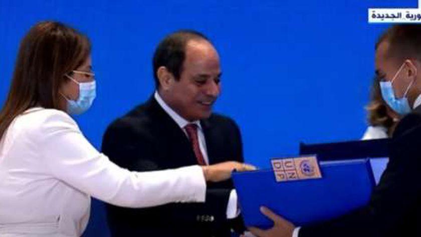 الرئيس عبدالفتاح السيسي يتسلم تقرير الأمم المتحدةللتنمية البشرية