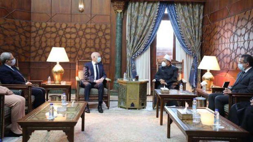 شيخ الأزهر خلال لقائه بالرئيس التونسي