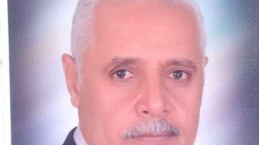 صلاح فتجى وكيل وزارة التربية والتعليم بأسيوط