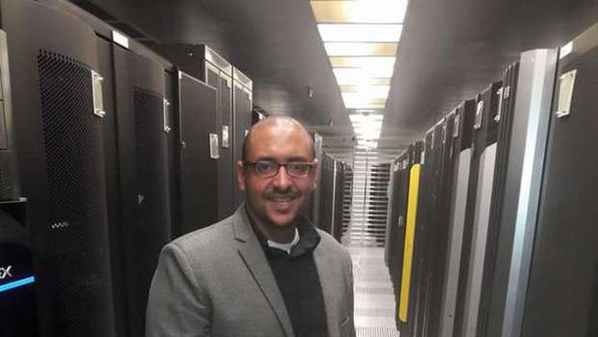 الدكتور احمد عبد الدايم المشرف على ادارة خدمات العدادات الذكية ومسبقة الدفع بشركة جنوب القاهرة لتوزيع الكهرباء