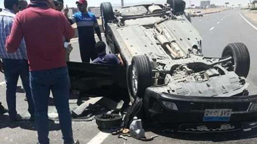إصابة 4 في انقلاب سيارة ميكروباص بصحراوي غرب إسنا
