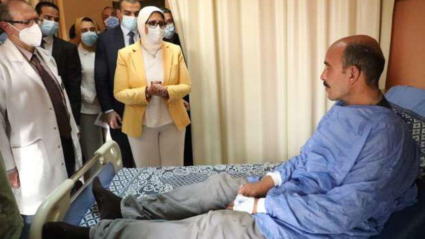 وزيرة الصحة تزور مصابي حادث قطار بنها .. ونقل 3 مصابين إلى معهد ناصر
