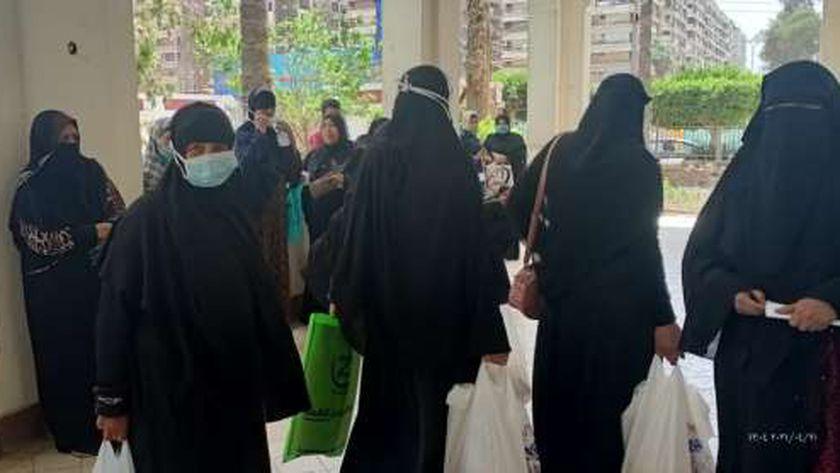 قومي المرأة بكفر الشيخ يوزع رمضان على السيدات ويستخرج بطاقات رقم قومي