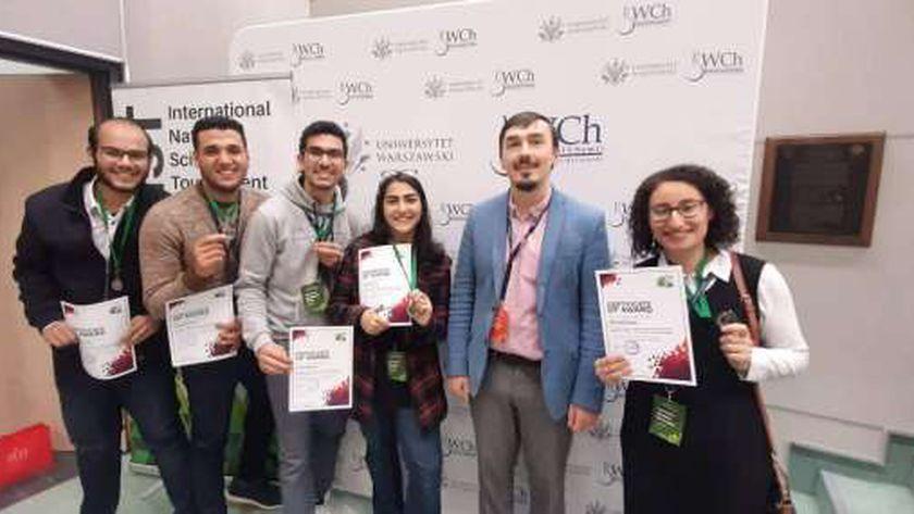 طلاب  زويل  يفوزون بالمركز الثاني في مسابقة العلوم الطبيعية العالمية - مصر -