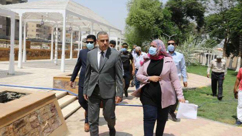 محافظ سوهاج يتفقد أعمال تغطية مفيض ترعة نجع حمادي