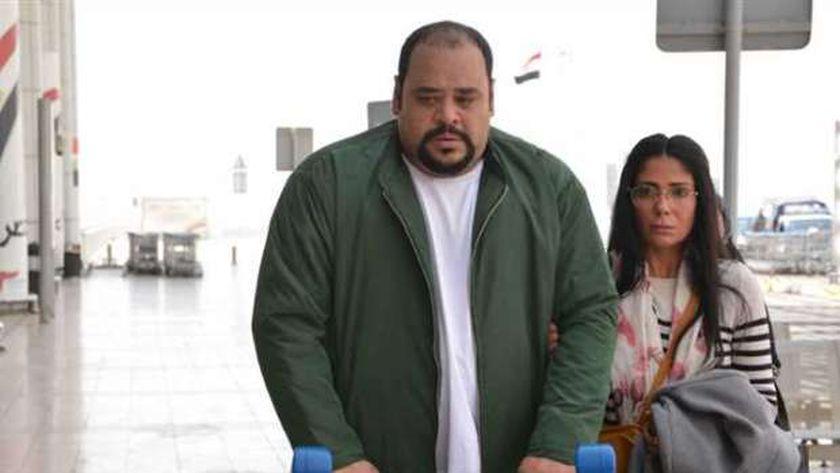 منى زكي ومحمد ممدوح في مشهد من «لعبة نيوتن»