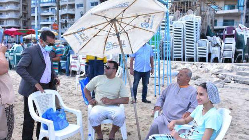 اللحظات الأولى لعودة المواطنين إلى شواطئ الإسكندرية
