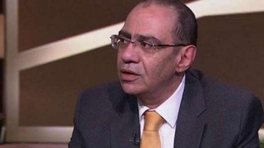 الدكتور حسام حسني رئيس اللجنة العليا لمكافحة الفيروسات