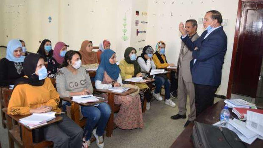 رئيس جامعة سوهاج يواصل جولاته التفقدية لمتابعة انتظام الدراسة في أسبوعها الثاني