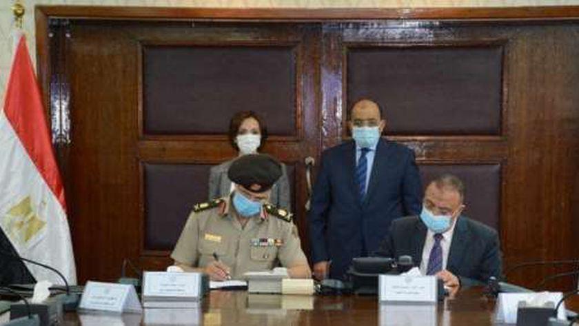 بحضور وزير التنمية المحلية محافظ الإسكندرية يوقع عقد إنشاء وحدة لنظم المعلومات الجغرافية بمحافظة الإسكندرية