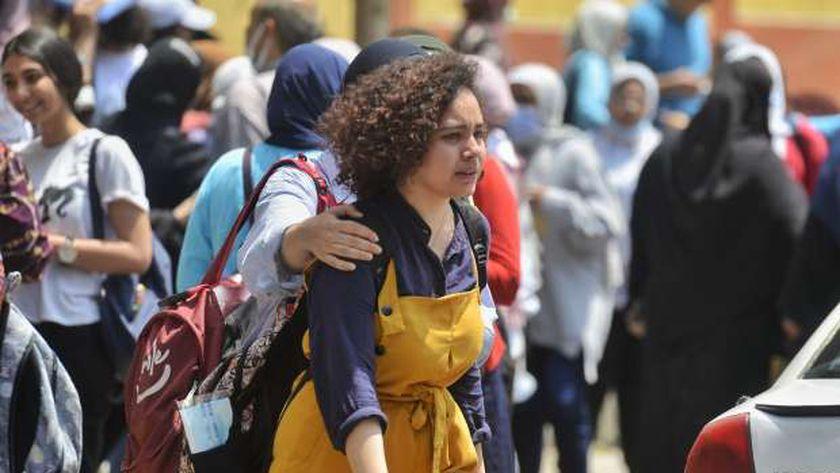 الطلاب بعد خروجهم من امتحان الفيزياء