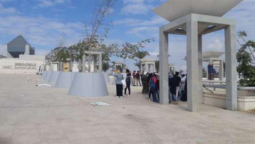 السياحة تكرم طلاب جامعة حلوان المشاركين فى تجهيز موكب المومياوات